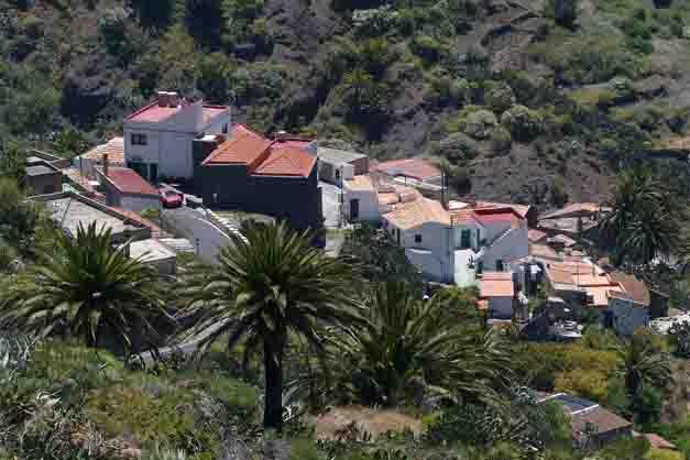 Localidad y casas donde comienza la bajada del barranco de Masca