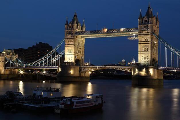 Anochecer en Londres sobre el río Támesis.