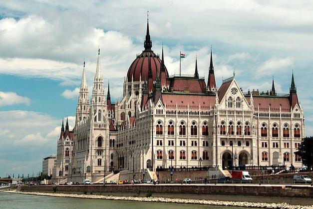 Imagen del Parlamento Húngaro al otro lado del Danubio