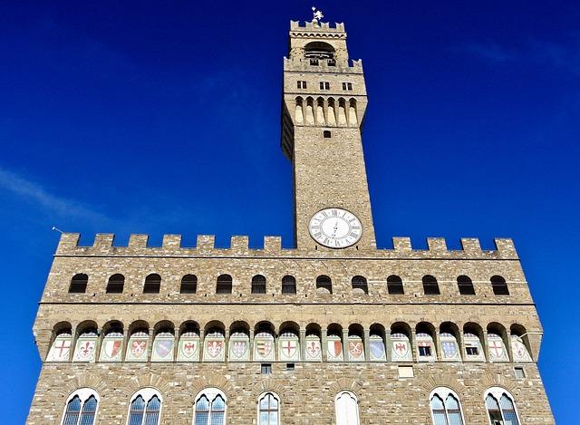 Vista de la entrada al Palacio Vecchio de Florencia, ubicado en la Piazza della Signoria
