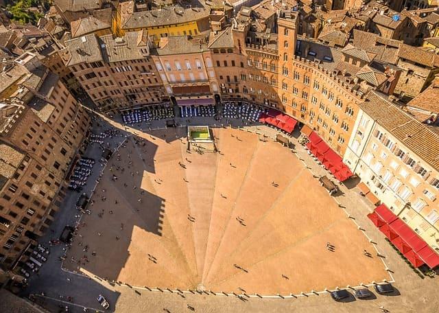Vista aérea de la Piazza del Campo durante la excursión a Siena desde Florencia.