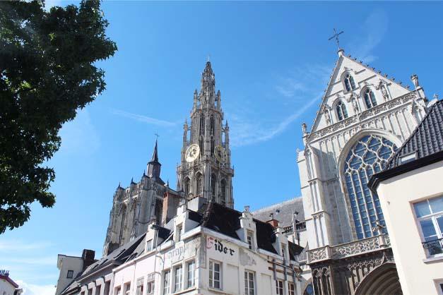 La catedral y el centro histórico de la excursión a Amberes y Gante.