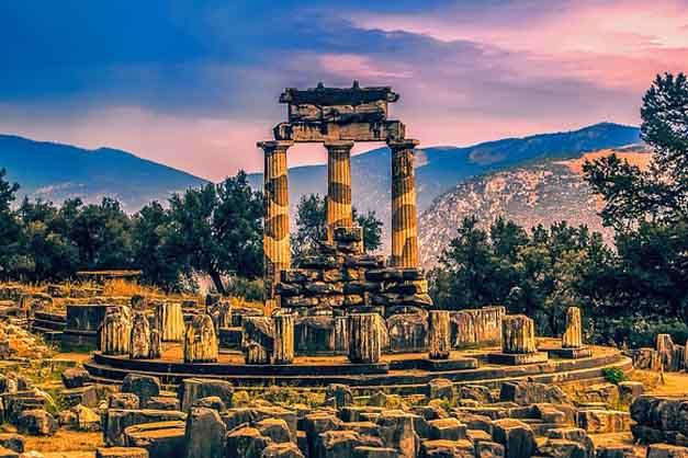 La Auriga de Delfos es el oráculo más famoso del mundo y se puede visitar en la excursión de varios días por Corinto, Micenas, Epidauro y Delfos desde Atenas.