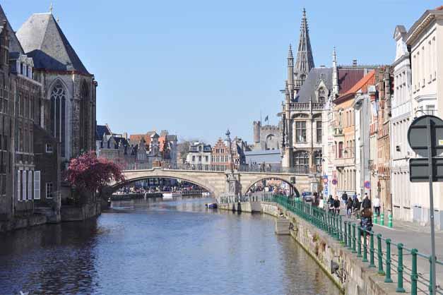 Canales en la excursión a Gante y Amberes desde Bruselas.