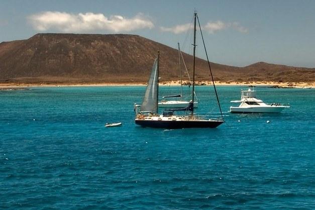 Haz una excursión a Isla de Lobos y descubre una de las islas volcánicas más bonitas de las Canarias