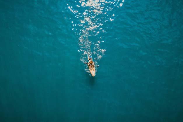 Vista de una excursión en Kayak en Menorca.