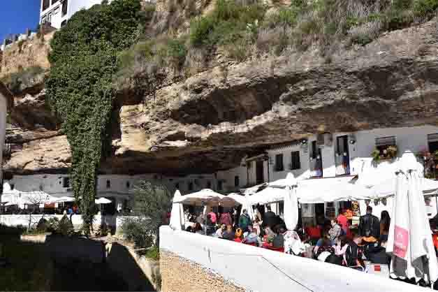 Imagen de una excursión a Ronda y Setenil de las Bodegas desde Málaga.