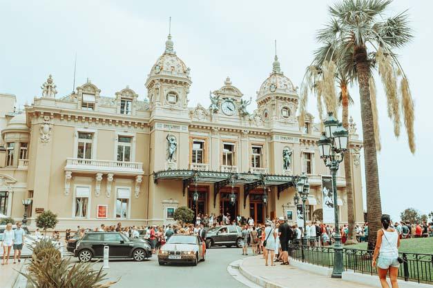 Fachada del Casino de Montecarlo en una de las excursiones de Niza a Mónaco.