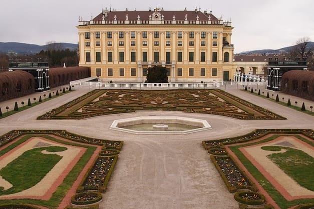 Entradas al jardin privado del Palacio de Shönbrunn.