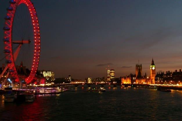 Visión nocturna en el bus turístico Londres.