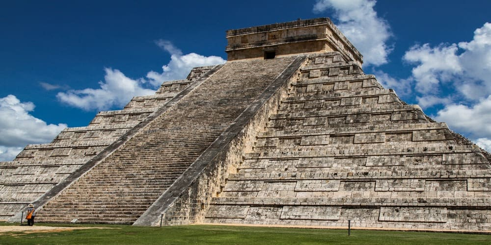 Conoce las ruinas de Chichen Itza, una de las pirámides más famosas del mundo