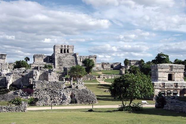 conoce las mejores ofertas de tours a Tulum para conocer sus ruinas mayas, cenotes y playas