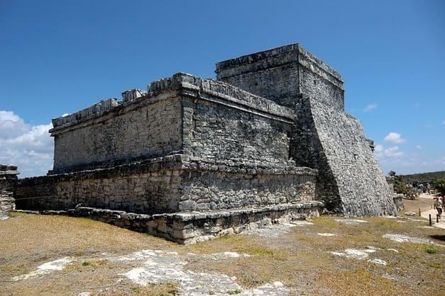 Descubre las ruinas mayas de Tulum en uno de los tours con guía especializado