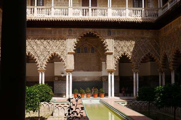 Patio de las Doncellas en la visita guiada al Alcázar y la Catedral de Sevilla.