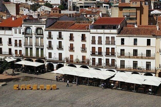 Visitas guiadas en Cáceres imprescindibles para enamorarte de Extremadura