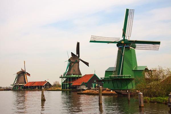 Parada en el pueblo de Zaanse Schans durante una excursión a los molinos de Ámsterdam